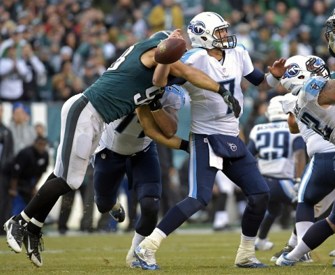Philadelphia Eagles outside linebacker Connor Barwin (98) knocks ball loose from Tennessee Titans quarterback Zach Mettenberger (7) during the fourth quarter at Lincoln Financial Field on November 23rd, 2017. The Eagles defeated the Titans, 43-24. (Eric Hartline-USA TODAY Sports)