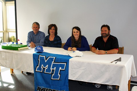 Rossview High School's Hanley Long signs to play golf for Middle Tennessee State University.