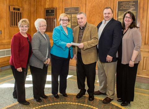 Dr. Carlette Hardin, dean of the Martha Dickerson Eriksson College of Education, Lynda Conner (cousin with same name), APSU President Alisa White, Lawrence Conner, Larry Conner and Melynda Conner commemorate the creation of the Lynda Conner Education Scholarship for Student Teaching. (Taylor Slifko/APSU)