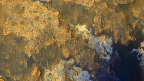 Mars image from the orbiter's High Resolution Imaging Science Experiment (HiRISE) camera. (NASA/JPL-Caltech/Univ. of Arizona)