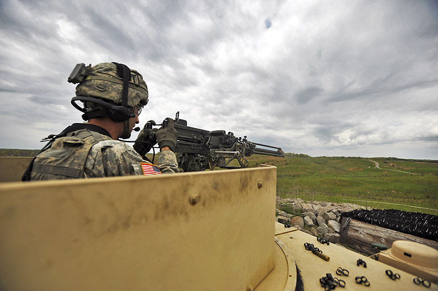 "Fort Campbell 187th Infantry Regiment ""Dragon"" Soldiers fire up ..."