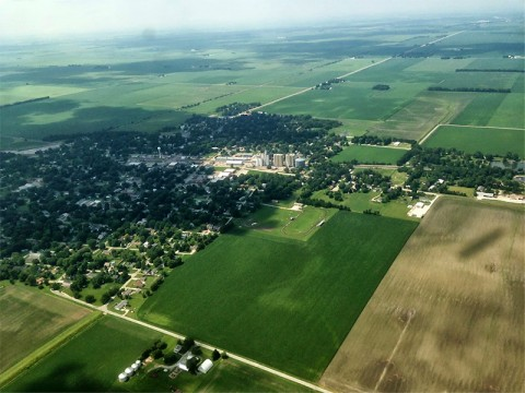 Air-quality readings over the Midwest were made from an aircraft in 2013 at three different distances downwind from an ethanol refining plant in Decatur, Illinois. The measurements were used to calculate emissions of various gases, including VOCs, nitrogen oxides and sulfur dioxide. (Joost de Gouw)