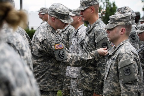 "Soldiers from the Wisconsin and Utah Army National Guard and U.S. Army Reserve donned the historic ""Old Abe"" patch during a patching ceremony at 101st Division Headquarters, at Fort Campbell, Ky., June 16, 2015. (Staff Sgt. Terrance D. Rhodes, 2nd Brigade Combat Team, 101st Airborne Division (AA) Public Affairs)"