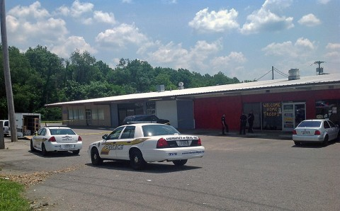 Clarksville Police investigate shooting at La Mansion Club.