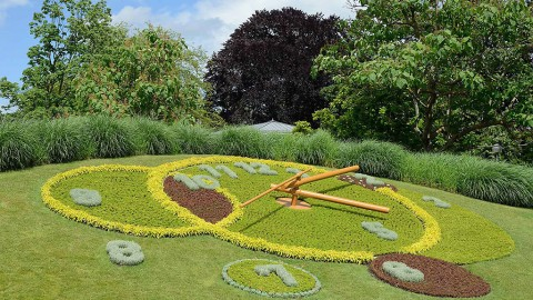 A flower clock is seen in the Jardin Anglais, Geneva, Switzerland. (Claude Meisch/Wikimedia Commons, Creative Commons License)