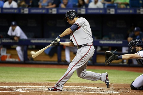 Atlanta Braves shortstop Andrelton Simmons (19) singles during the second inning against the Tampa Bay Rays at Tropicana Field. (Kim Klement-USA TODAY Sports)