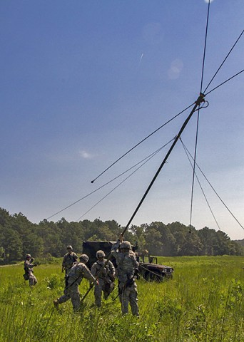 Soldiers with the 58th Signal Company, 101st Special Troops Battalion, 101st Airborne Division (Air Assault) Sustainment Brigade, set up an antenna during a field training exercise in the training area of Fort Campbell, Ky., Aug. 12, 2015. (Sgt. 1st Class Mary Rose Mittlesteadt, 101st Airborne Division (Air Assault) Sustainment Brigade Public Affairs)
