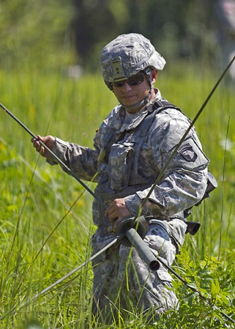 Spc. Timothy Cruz, communications specialist, 58th Signal Company, 101st Special Troops Battalion, 101st Airborne Division (Air Assault) Sustainment Brigade, sets up an antenna during a field training exercise in the training area of Fort Campbell, Ky., Aug. 12, 2015. (Sgt. 1st Class Mary Rose Mittlesteadt, 101st Airborne Division (Air Assault) Sustainment Brigade Public Affairs)