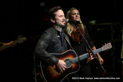 Charles Esten closes out the 2015 Riverfest Festival.