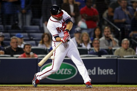 Atlanta Braves shortstop Andrelton Simmons (19) hits a walk off single against the Toronto Blue Jays in the ninth inning at Turner Field. The Braves defeated the Blue Jays 3-2. (Brett Davis-USA TODAY Sports)
