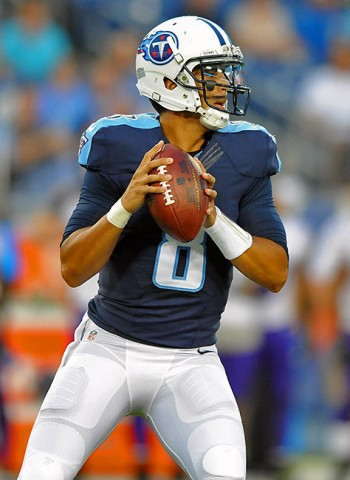 Tennessee Titans quarterback Marcus Mariota (8) looks for a receiver during the first half against the Minnesota Vikings at Nissan Stadium. (Christopher Hanewinckel-USA TODAY Sports)
