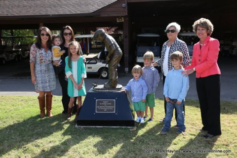 Dr. Keith Peterson's statue was unveiled Wednesday October 21st at Clarksville's Swan Lake Golf Course.