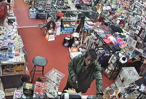 If anyone can identify the suspect in this photo or has any information related to the Yes Beauty Supply Robbery, please call Detective Feinberg or Detective Duke at 931.648.0656 Ext 5156/ 5438 or the CrimeStoppers TIPS Hotline at 931.645.TIPS (8477).