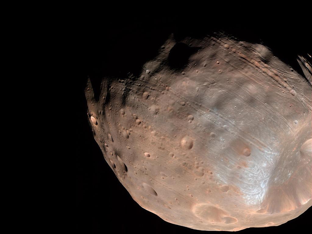 NASA researchers believe Mars' moon Phobos is breaking up ...