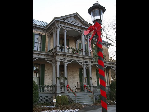 Victorian Christmas Tours at the Nashville Zoo