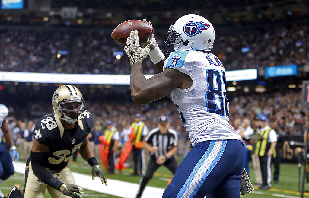 Tennessee Titans tight end Delanie Walker (82) makes a 2-yard touchdown catch while defended by New Orleans Saints strong safety Jamarca Sanford (33) in the second quarter of their game at the Mercedes-Benz Superdome. (Chuck Cook-USA TODAY Sports)