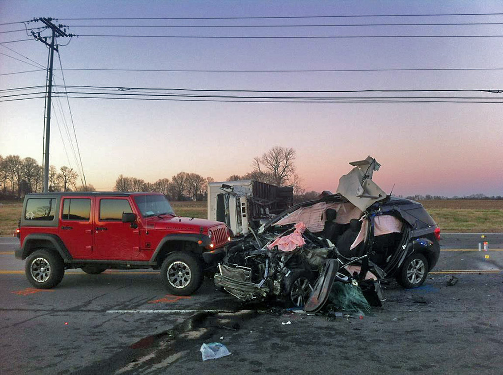 Clarksville police report tiny town road vehicle accident for Musictown motor cars tennessee
