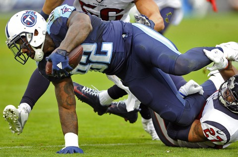 Tennessee Titans tight end Delanie Walker (82) extends for extra yardage after a reception during the first half against the Houston Texans at Nissan Stadium December 27th, 2015. (Christopher Hanewinckel-USA TODAY Sports)