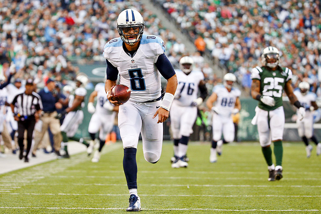 Tennessee Titans quarterback Marcus Mariota (8) catches a touchdown pass against the New York Jets at MetLife Stadium on December 13th, 2015. (Vincent Carchietta-USA TODAY Sports)