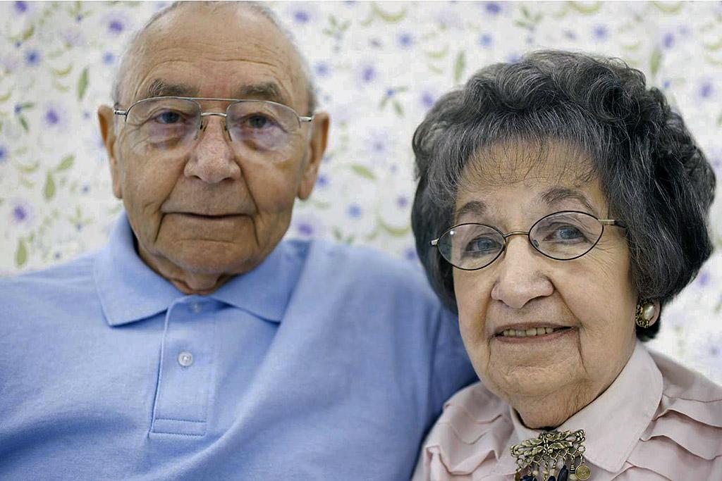 Clarksville Police warns public about criminals posing as salesmen that take advantage of senior citizens.