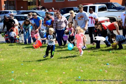 Hilltop Super Market's Annual Easter Egg Hunt