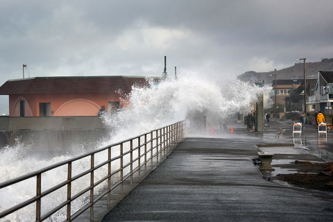 "Higher Pacific sea levels increase coastal flooding risks. (Flickr user Alan Grinberg, ""Coming Ashore!"", CC BY-NC-ND 2.0)"