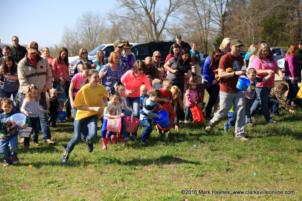Kids hop for Easter eggs in Ira Township, New Baltimore
