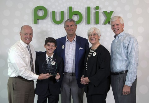 March of Dimes President Dr. Jennifer Howse, National Board of Trustees Chair Gary Dixon, and National Ambassador Ismael Torres-Castrodad recently visited Publix and presented President Todd Jones and CEO Ed Crenshaw with the March of Dimes Crystal Award in recognition as the 2015 #2 March for Babies National Corporate Partner and to celebrate our partnership.