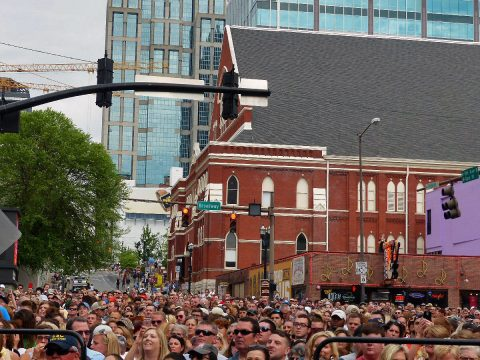 Thousand of fans pack downtown Nashville for a free lunch-time concert. (Richard J. Lynch)