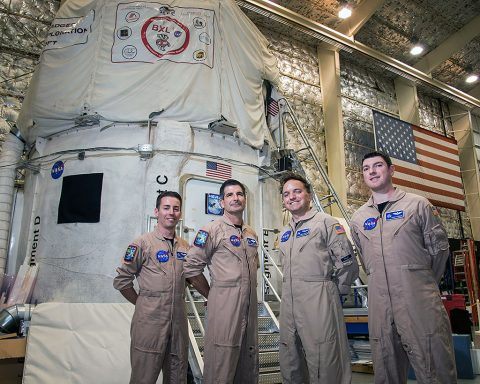 """Astronauts of the HERA 10 crew began their mission on May 2nd. The """"splashdown"""" on June 1st, ending their 30 day analog mission aboard the HERA simulated spacecraft."""