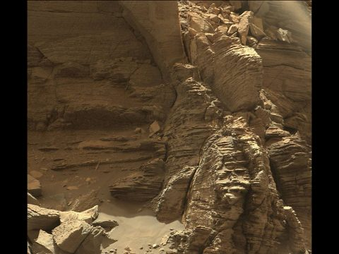Curiosity got close to this outcrop on Sept. 9, 2016, which displays finely layered rocks. (NASA/JPL-Caltech/MSSS)