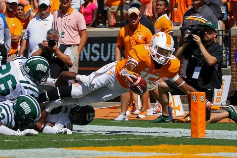 Tennessee Volunteers wide receiver Jauan Jennings (15) dives for garage against the Ohio Bobcats during the first half at Neyland Stadium. (Randy Sartin-USA TODAY Sports)