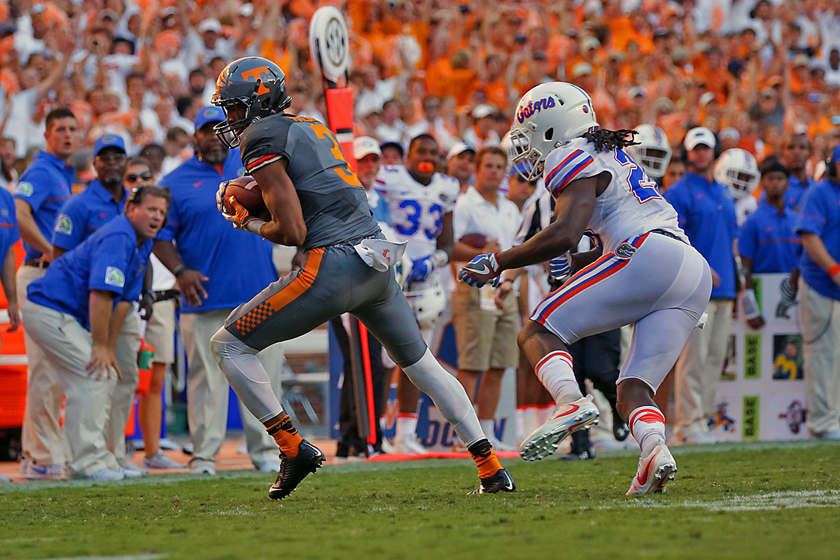 Tennessee Volunteers wide receiver Josh Malone (3) catches a pass against the Florida Gators during the second half at Neyland Stadium. Tennessee won 38-28. (Randy Sartin-USA TODAY Sports)
