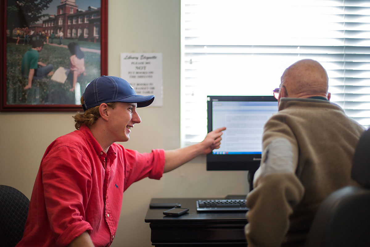 APSU Computer Science student Blake Crozier teaches Computer Literacy to a Senior Citizen.