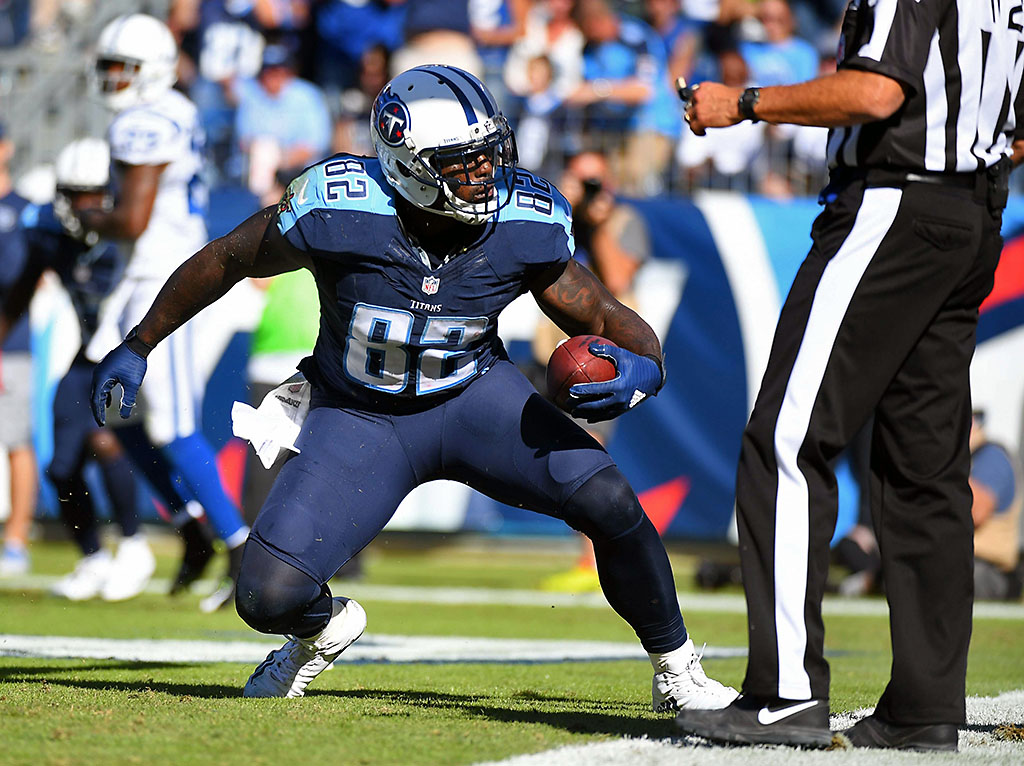 Tennessee Titans tight end Delanie Walker (82) scores in the second half against the Indianapolis Colts at Nissan Stadium. The Colts won 34-26. (Christopher Hanewinckel-USA TODAY Sports)