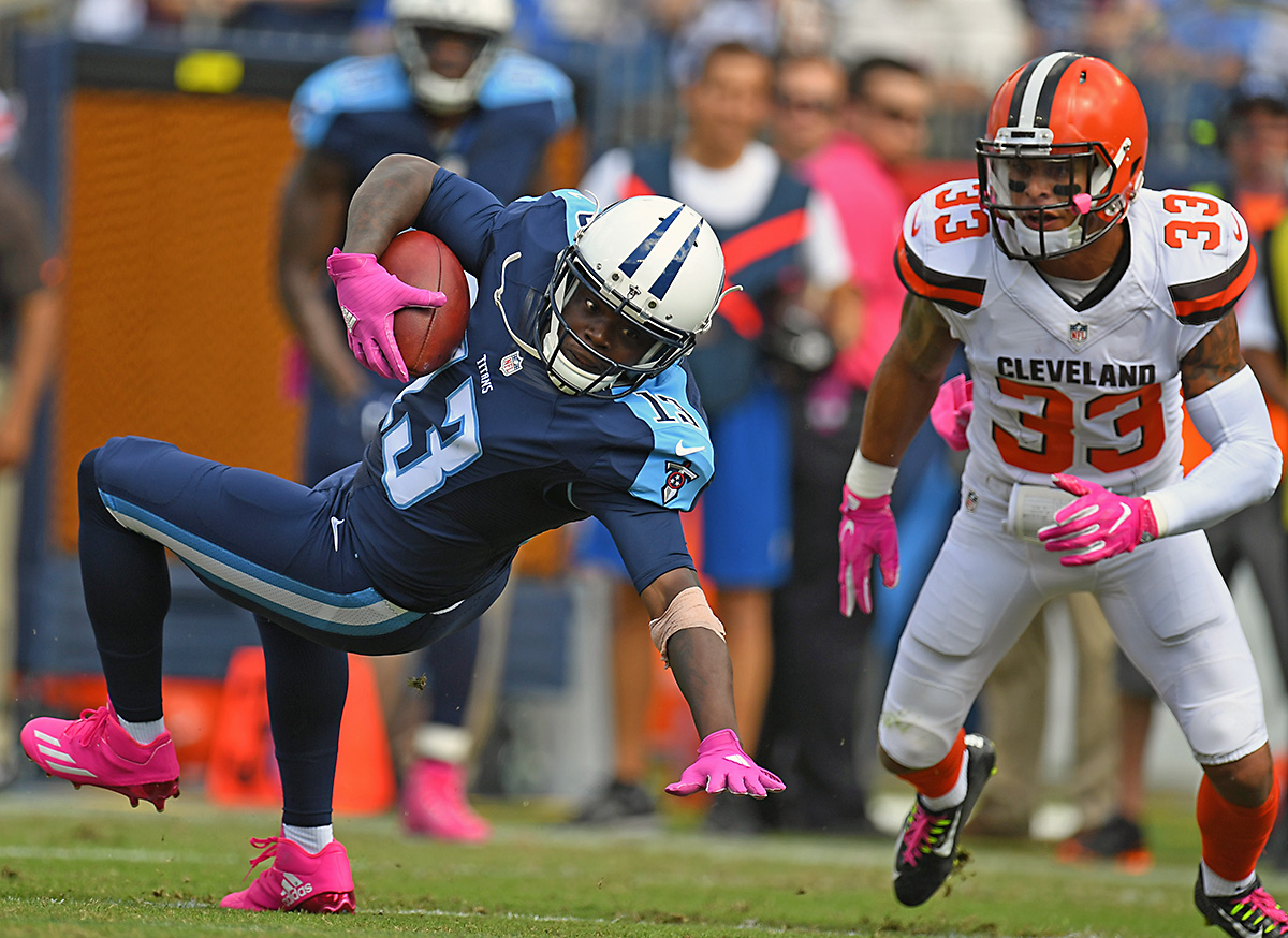 Tennessee Titans receiver Kendall Wright (13) stretches for a first down in the first half against the Cleveland Browns at Nissan Stadium. (Christopher Hanewinckel-USA TODAY Sports)