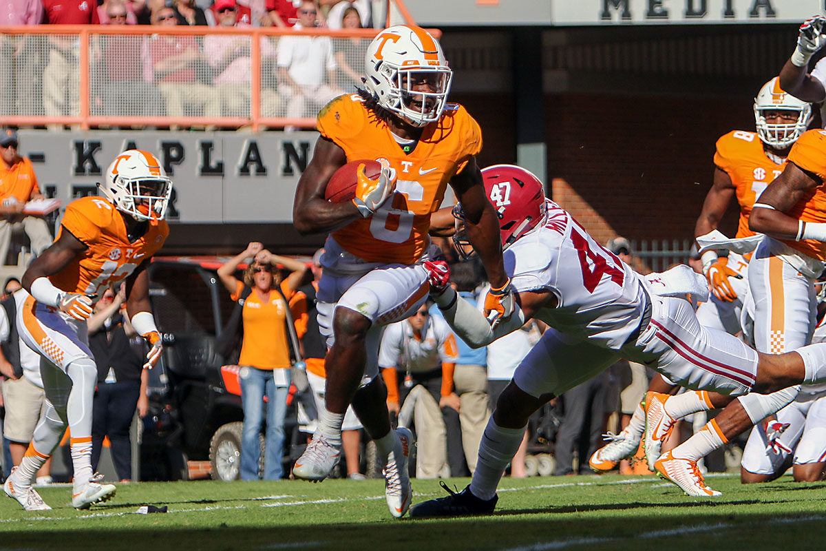 Tennessee Volunteers running back Alvin Kamara (6) runs the ball against the Alabama Crimson Tide during the first half at Neyland Stadium on October 15th, 2016. (Randy Sartin-USA TODAY Sports)