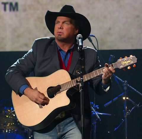 Inductees Garth Brooks & The G-Men played to an enthusiastic reception. (Rich Lynch)