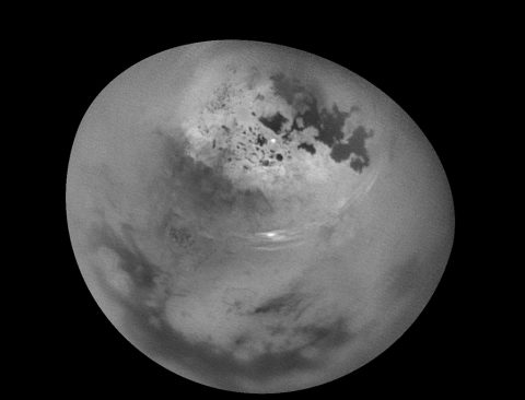 New video shows bright clouds of methane drifting across Saturn's largest moon, Titan. (NASA/JPL-Caltech/Space Science Institute)