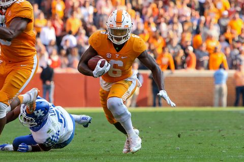 Tennessee Volunteers running back Alvin Kamara (6) runs for a touchdown against the Kentucky Wildcats during the fourth quarter at Neyland Stadium. Tennessee won 49 to 36. (Randy Sartin-USA TODAY Sports)