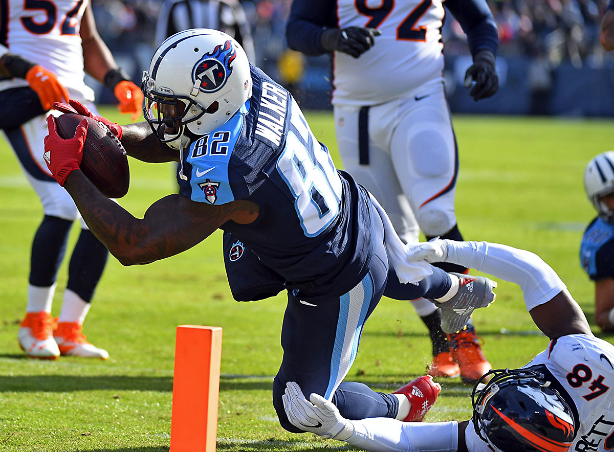 Tennessee Titans tight end Delanie Walker (82) dives after being hit out of bounds during the first half against the Denver Broncos at Nissan Stadium. (Christopher Hanewinckel-USA TODAY Sports)
