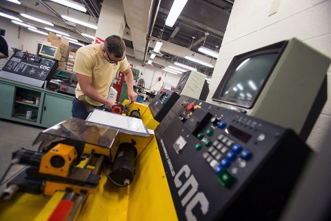 Engineering technology students work in the classroom at the Austin Peay Center at Fort Campbell. (Beth Liggett, APSU)