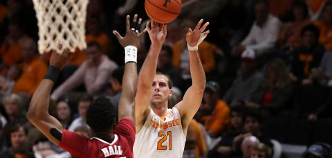 Forward Lew Evans #21 of the Tennessee Volunteers during the game between the Alabama Crimson Tide and the Tennessee Volunteers at Thompson-Boling Arena in Knoxville, TN. (Hayley Pennesi/Tennessee Athletics)