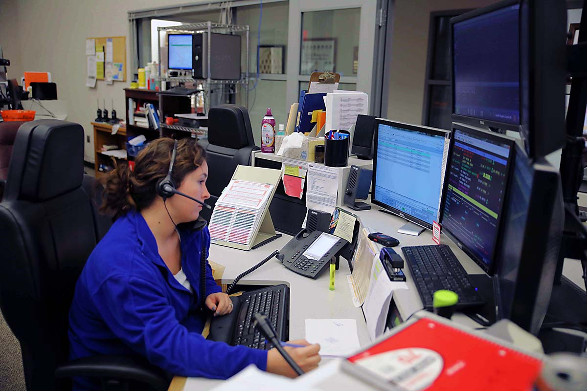 Knoxville dispatcher wins Telecommunicator of The Year Award