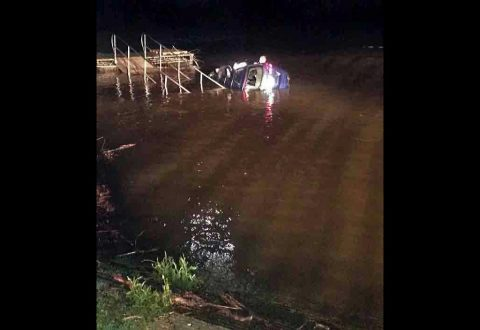 Man drives car into Cumberland River.