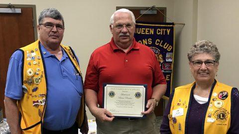 Montgomery County Sheriff's Lieutenant Brian Prentice receives the President's Award.