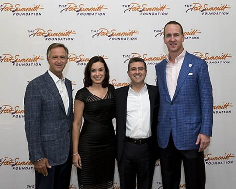 Tennessee Gov. Bill Haslam, Dr. Roberto Fernandez, medical director of The Pat Summitt Clinic at The University of Tennessee Medical Center, and his wife, Dr. Denia Ramirez, and Peyton Manning.