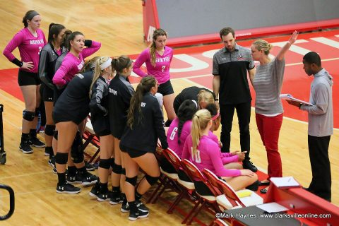 Austin Peay Volleyball beats Tennessee Tech in straight sets to give head coach Taylor Mott her 400th career win.