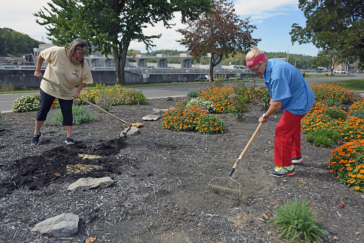 Park Ranger Dina Henninger (Left) and Cheatham County Master Gardener Intern Suzanne Hale tidy up a butterfly and bee garden September 30th, 2017 at Cheatham Lake in Ashland City, Tenn. They are seeking volunteer gardeners who would like to join the team responsible for developing, maintaining and improving the gardens, working toward certification as a Monarch Waystation. (Leon Roberts)