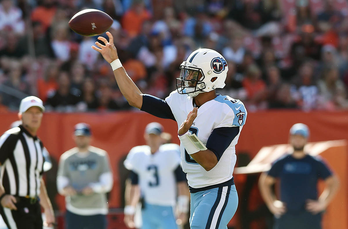 Tennessee Titans quarterback Marcus Mariota (8) throws a pass during the first quarter against the Cleveland Browns at FirstEnergy Stadium. (Ken Blaze-USA TODAY Sports)